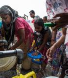 Women queue for water in New Delhi. Photo © J. Carl Ganter/Circle of Blue